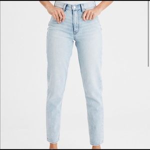 AE American Eagle Light Wash Mom Jeans Size 14